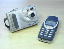 Srovnání velikostí TwinGate VC2110 a Nokia 3310