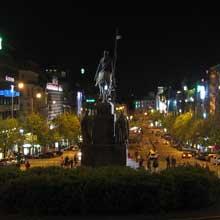 Noční snímek pořízený Canonem Digital IXUS 400 (odkaz 382 kB)