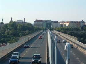 Fotografie mostu pořízená při 3x zoomu Fujifilm FinePix A303