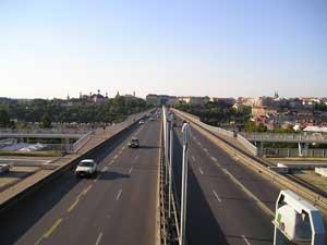 Fotografie mostu pořízená Olympusem Camedií C-350ZOOM