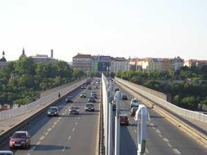 Fotografie mostu pořízená při 3x zoomu Olympusem Camedií C-350ZOOM