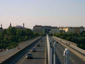 Fotografie mostu pořízená při 3x zoomu Samsungem Digimax V3