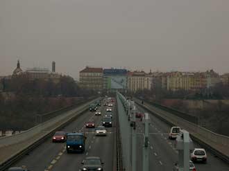 Samsung Digimax V4 - fotografie mostu se zoomem