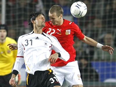 Česko - Německo: Rozehnal (vpravo) - Kuranyi