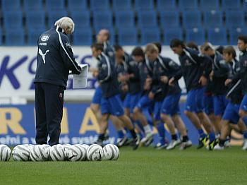 """Obrázek """"http://imgs.idnes.cz/fotbal/A050606_ROU_TREN1_V.JPG"""" nelze zobrazit, protože obsahuje chyby."""
