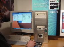 Počítač s AMD Athlonem XP 1800+ na stánku PROCA