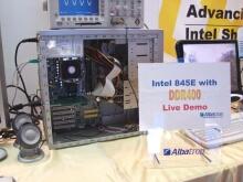 """""""Živá"""" ukázka systému s pamětmi DDR400"""