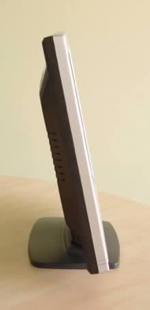 Boční pohled na LCD Compaq TFT 1501