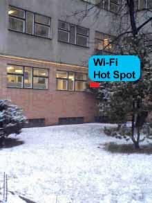 Červený čtvereček značí umístění přístupového bodu v Olšanské (samozřejmě z vnitřní strany)