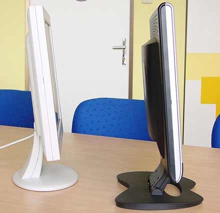Tloušťka sedmnáctipalcových LCD  Acer AL707 a QCP FU 1710