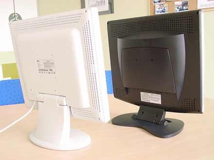 Zadní části sedmnáctipalcových LCD  Acer AL707 a QCP FU 1710