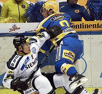 http://imgs.idnes.cz/hokej/A050125_RAV_ZLIN3V_V.JPG