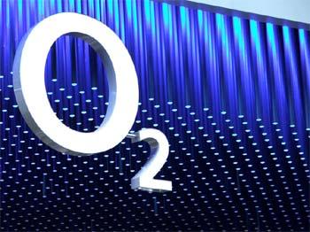 O2 čteme anglicky, prý kvůli světovosti