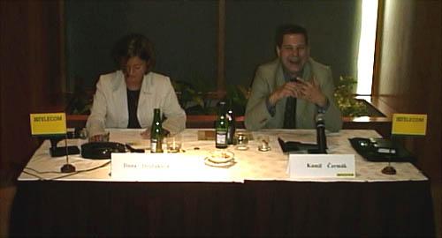 Lepší snímek bohužel nevyšel - nalevo paní Dvořáková, napravo pan Čermák