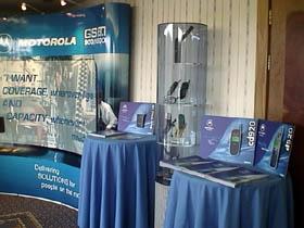 Výstavka mobilů na workshopu - samozřejmě made by Motorola