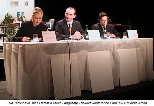 Takto vypadala tisková konference v divadle Archa