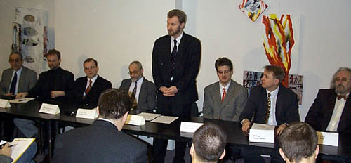 Boris Belousov, předseda výkoného výboru NIXu právě hovoří