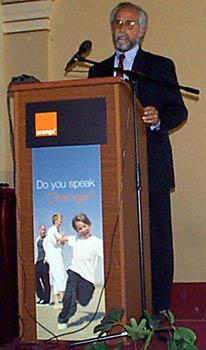 Stephen Childs přednáší o Orange a jeho postavení ve světě