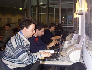 hrajou Quaka po sítí nebo opravdu pracují? :-)