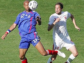 Francie - Švýcarsko, Thierry Henry (vlevo)