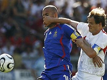 Francie - Švýcarsko, Zinedine Zidane (vlevo)