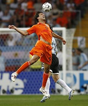 Nizozemsko - Argentina: van Nistelrooy a Milito