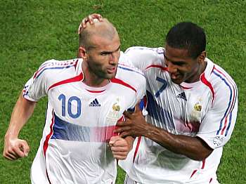 Zinedine Zidane a Florent Malouda