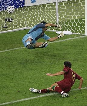Německo - Portugalsko: vlastní gól Petita