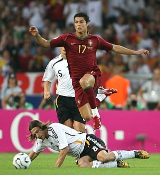Německo - Portugalsko: Cristiano Ronaldo přeskakuje Fringse