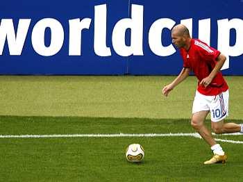 Itálie - Francie: Zidane při rozcvičce