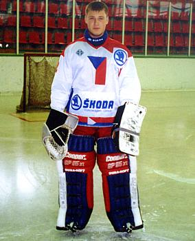 V roce 1993 poprvé oblékl český reprezentační dres, bylo to v kategorii hráčů do šestnácti let.