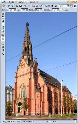 foto kostela připravené k retušování