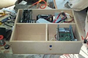Počítačová skříň ze dřeva