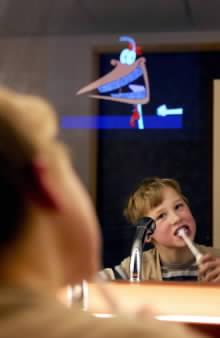"Displej v zrcadle Mirror TV ""pomáhá"" i s čištěním zubů"