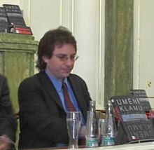 Kevin Mitnick v Praze coby lovec hackerů