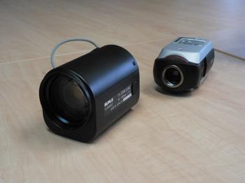 Kamera a teleobjektiv 10-100 mm