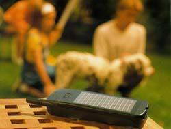 """Nokia 1611 - sluneční baterie dobíjí, je-li telefon """"na bříšku""""!"""